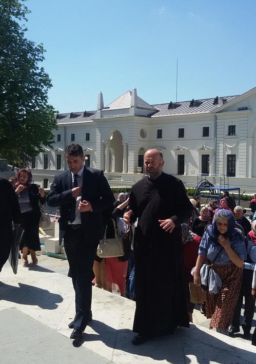 Susret ambasadora BiH u Rumuniji dr Mile Vasića sa vjernicima iz Prnjavora u Jašiju.
